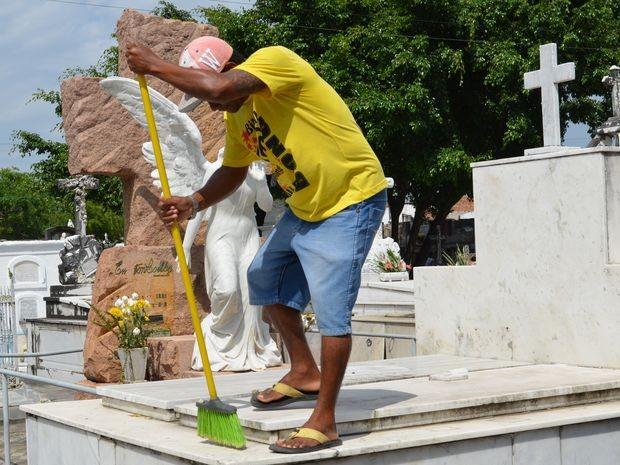 Reformas e limpeza de túmulos devem ser feitas até estasexta.