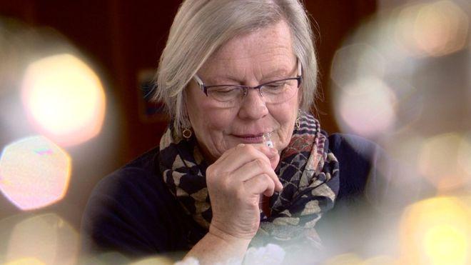 Mulher sente 'cheiro' de Parkinson  e pode ajudar ciência em novo teste paradoença